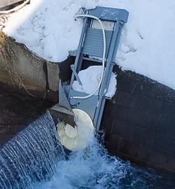 小水力発電装置「花笠水車」