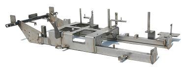 40点近い部品にて構成されるフレームタッピングセンタによるアルミのフライス加工