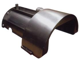 ロールやブレーキで板金加工されたステンレス製オイルパン
